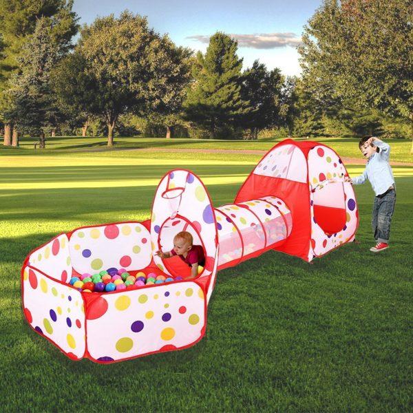 Zona de juegos con tunel para bebés